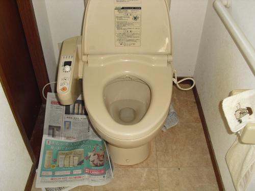トイレウォシュレット水漏れ.jpg