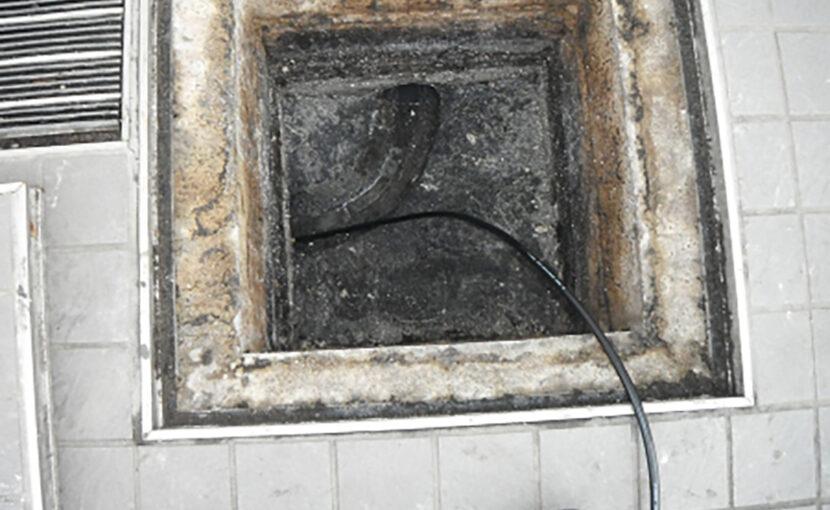 福岡 排水管の詰まりで、厨房が水浸しに原因を調査して詰まり除去