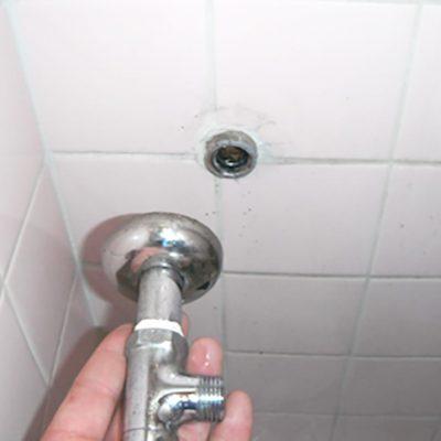 サビた水道管からの止水栓からの水漏れ、止水栓の交換工事