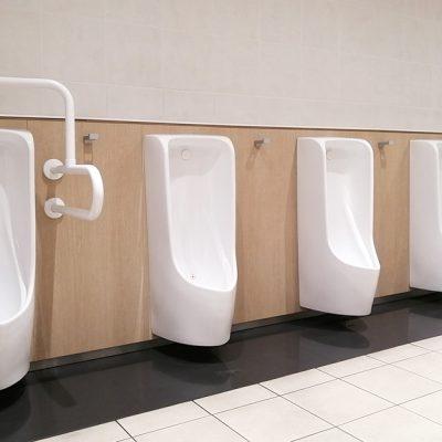 男子用トイレ(小便器)のつまり、尿石除去作業