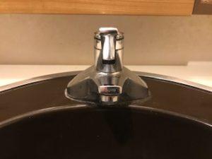 洗面化粧台についている蛇口からの水漏れ修理