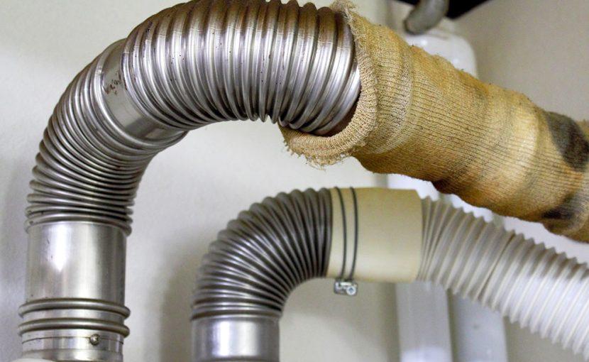お湯管から赤水(サビ)、原因は給湯器内の汚れです。